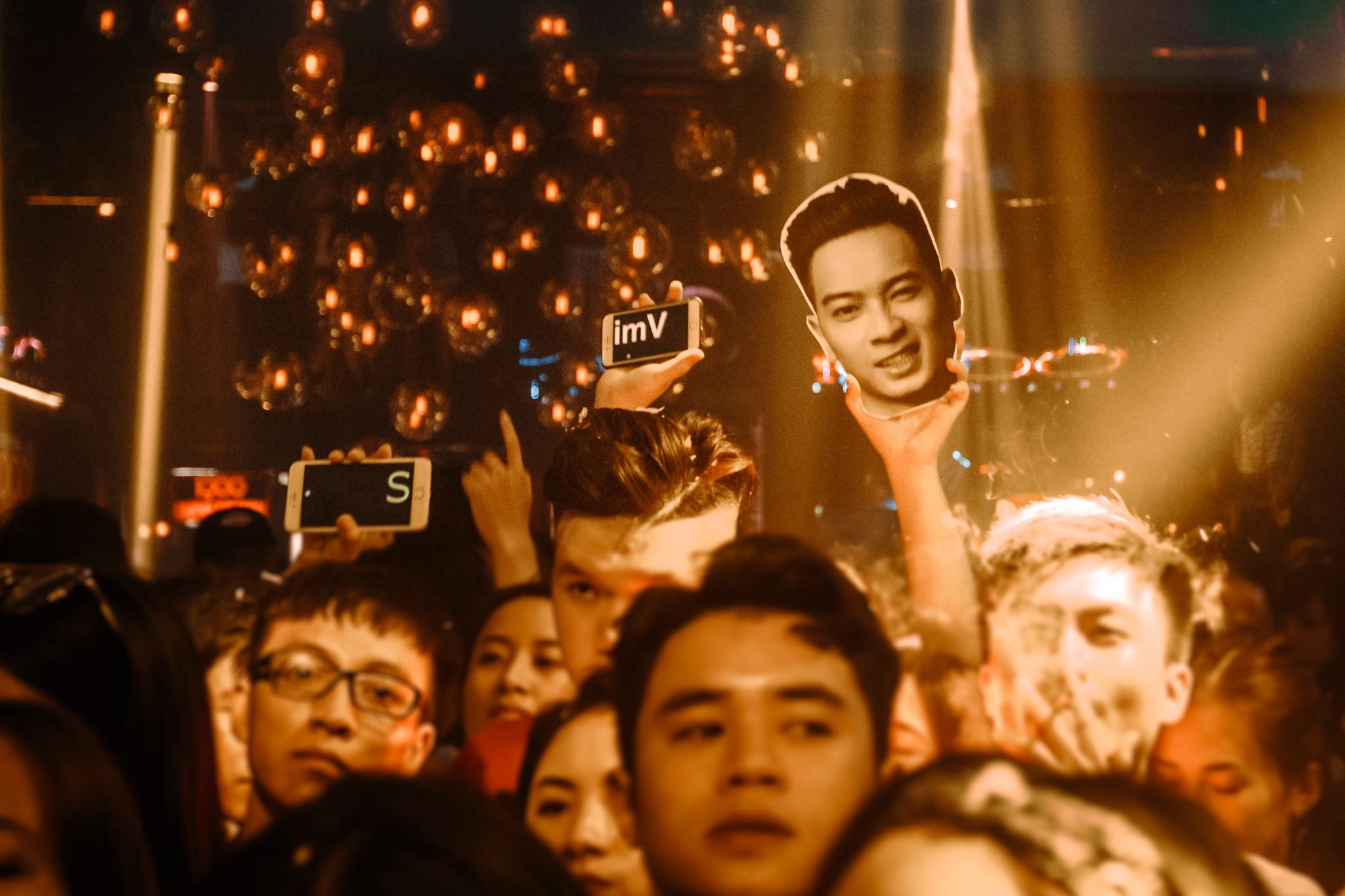 Giữa ồn ào nghi vấn chia tay, Tóc Tiên vẫn rạng rỡ đến chúc mừng Hoàng Touliver - Ảnh 8.