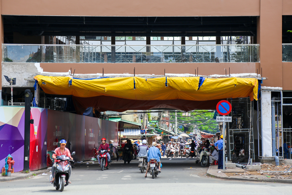 Cao ốc Thuận Kiều Plaza bỏ hoang bỗng lột xác với màu xanh lá nổi bật tại trung tâm Sài Gòn - Ảnh 6.