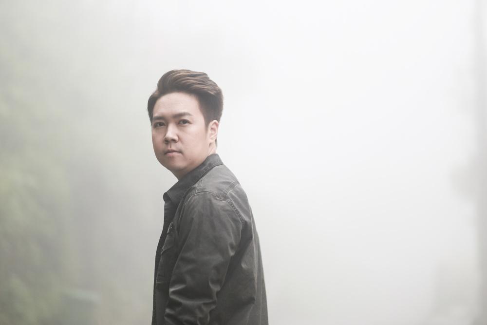 Lê Hiếu tung MV Ngày mai sẽ khác đượm một màu buồn - Ảnh 2.
