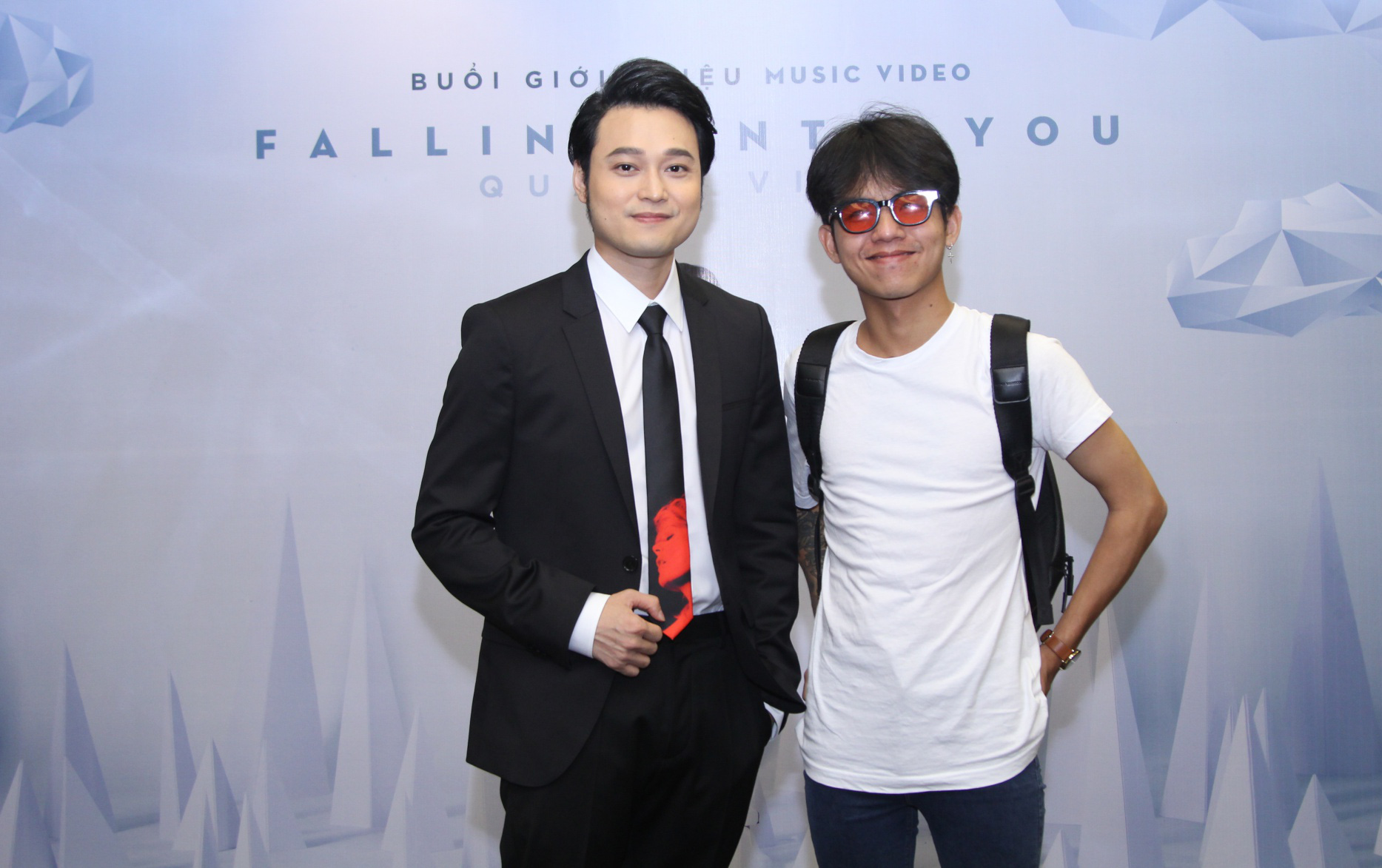 Lý Quí Khánh mang hoa tự cắm đến mừng Quang Vinh ra mắt MV mới - Ảnh 8.
