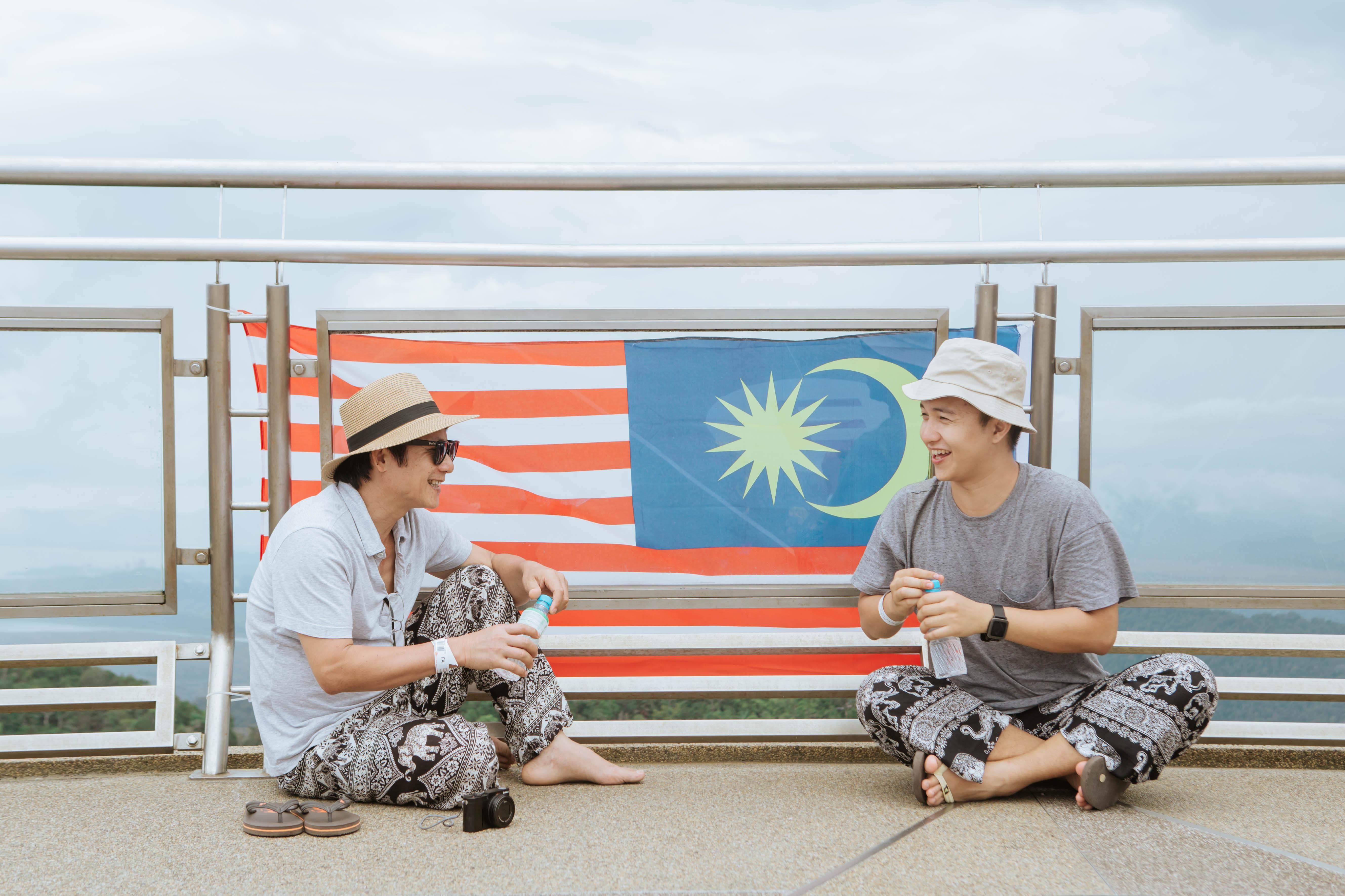 Bạn chọn ai khi muốn đi du lịch, cậu con trai Nghệ An 24 tuổi này rủ ông bố 60 tuổi, và họ có những trải nghiệm cùng nhau lần đầu tiên! - Ảnh 13.