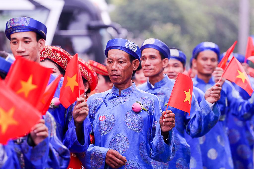 Chú rể bật khóc vì hạnh phúc trong Lễ cưới tập thể của 100 đôi uyên ương ở Sài Gòn - Ảnh 5.