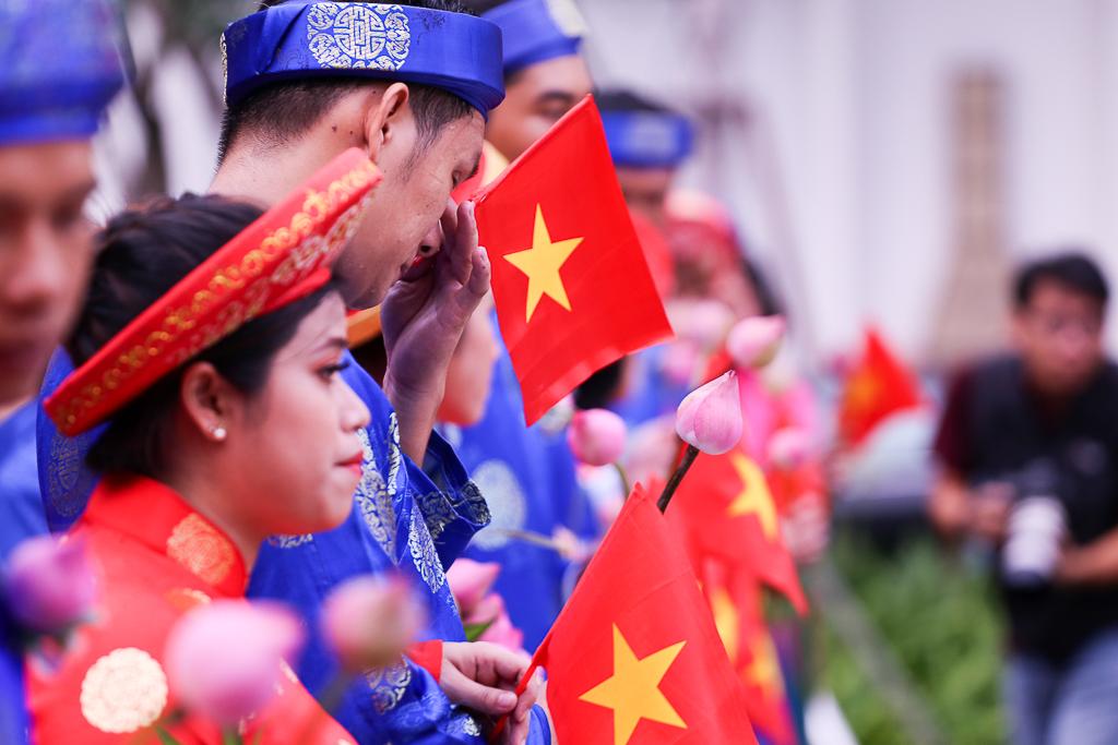 Chú rể bật khóc vì hạnh phúc trong Lễ cưới tập thể của 100 đôi uyên ương ở Sài Gòn - Ảnh 11.