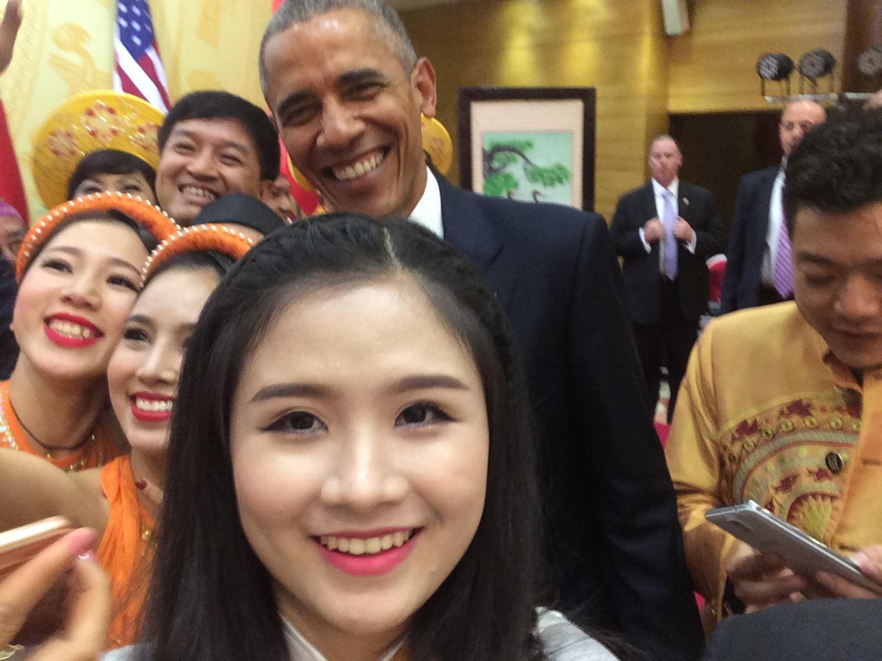 Hoàng Hậu Phương Đông: Từ cô bạn có cái tên lạ đến nữ sinh tài năng được bắt tay cựu Tổng thống Mỹ Obama - Ảnh 6.