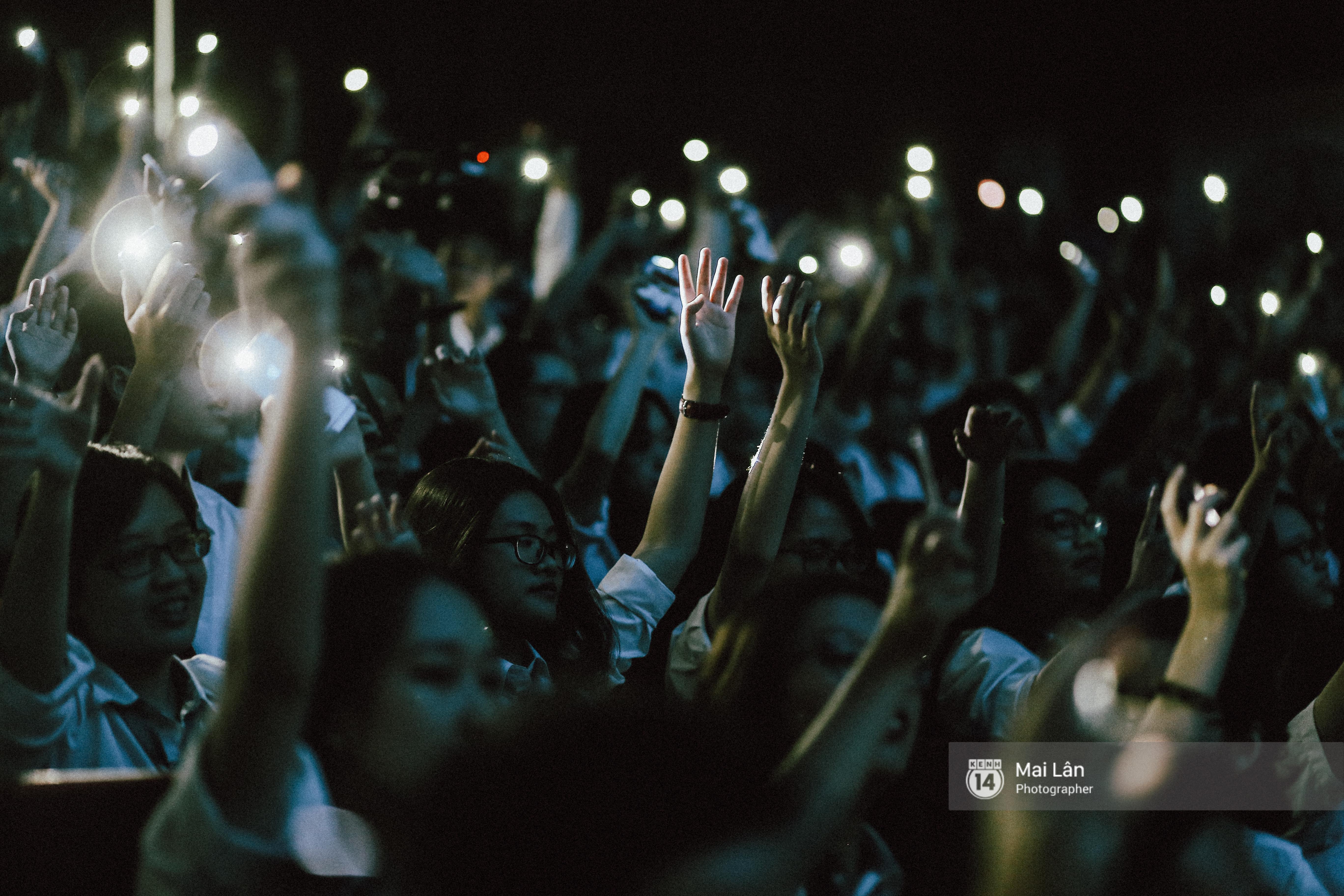 Những cái ôm trong mưa của teen Ams trong đêm hội chia tay đầy cảm xúc - Ảnh 1.