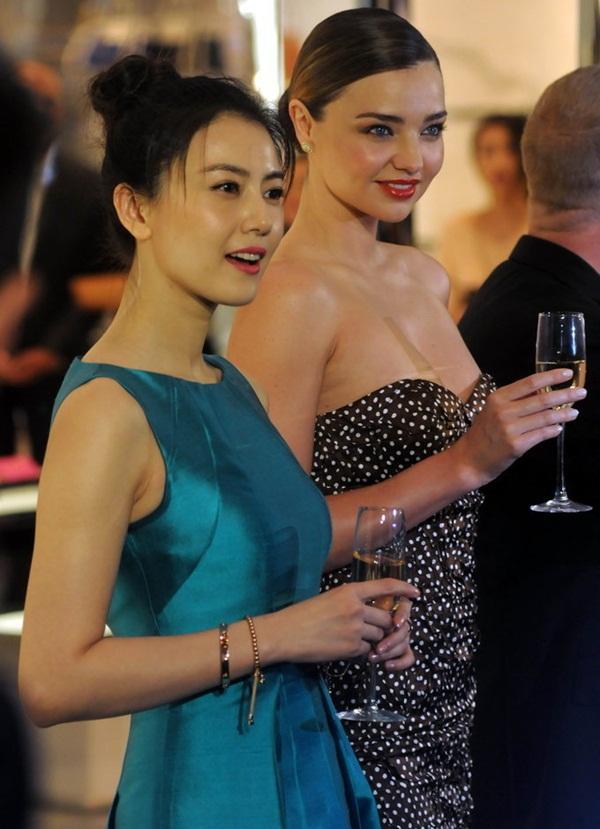 Mỹ nhân Cbiz - Hollywood đọ sắc: Lưu Diệc Phi kém sang bên Gigi Hadid, Phạm Băng Băng sắc sảo không thua Blake Lively - Ảnh 14.