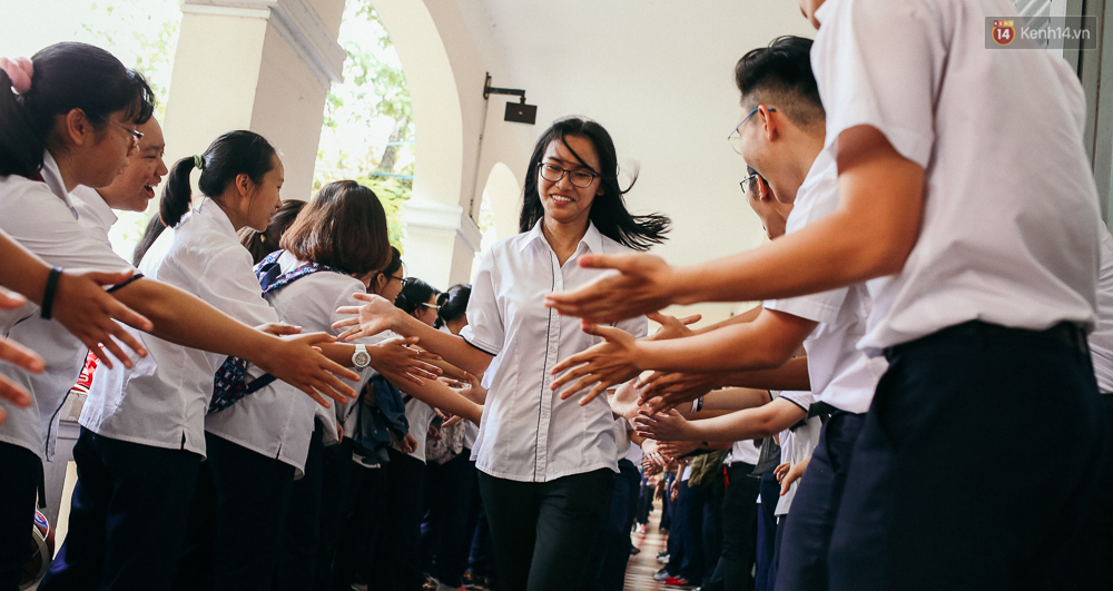 Teen chuyên Lê Hồng Phong (TP.HCM) và màn nhảy flashmob tập thể đầy cảm xúc trong lễ bế giảng - Ảnh 3.