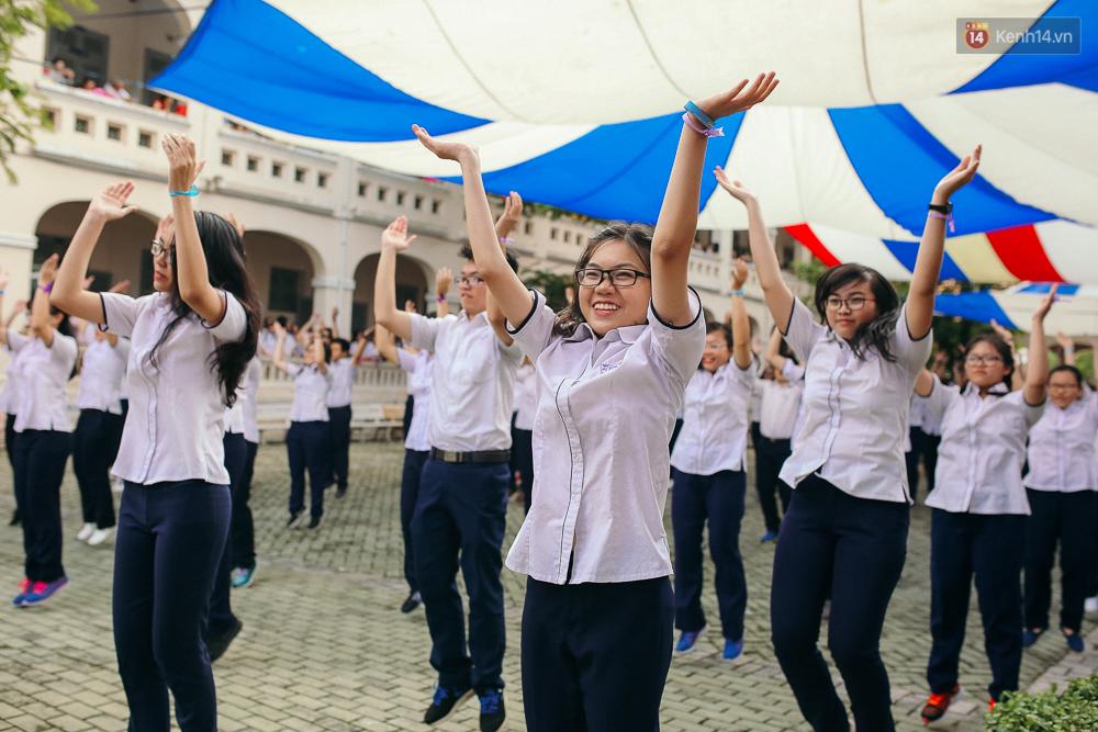 Teen chuyên Lê Hồng Phong (TP.HCM) và màn nhảy flashmob tập thể đầy cảm xúc trong lễ bế giảng - Ảnh 7.