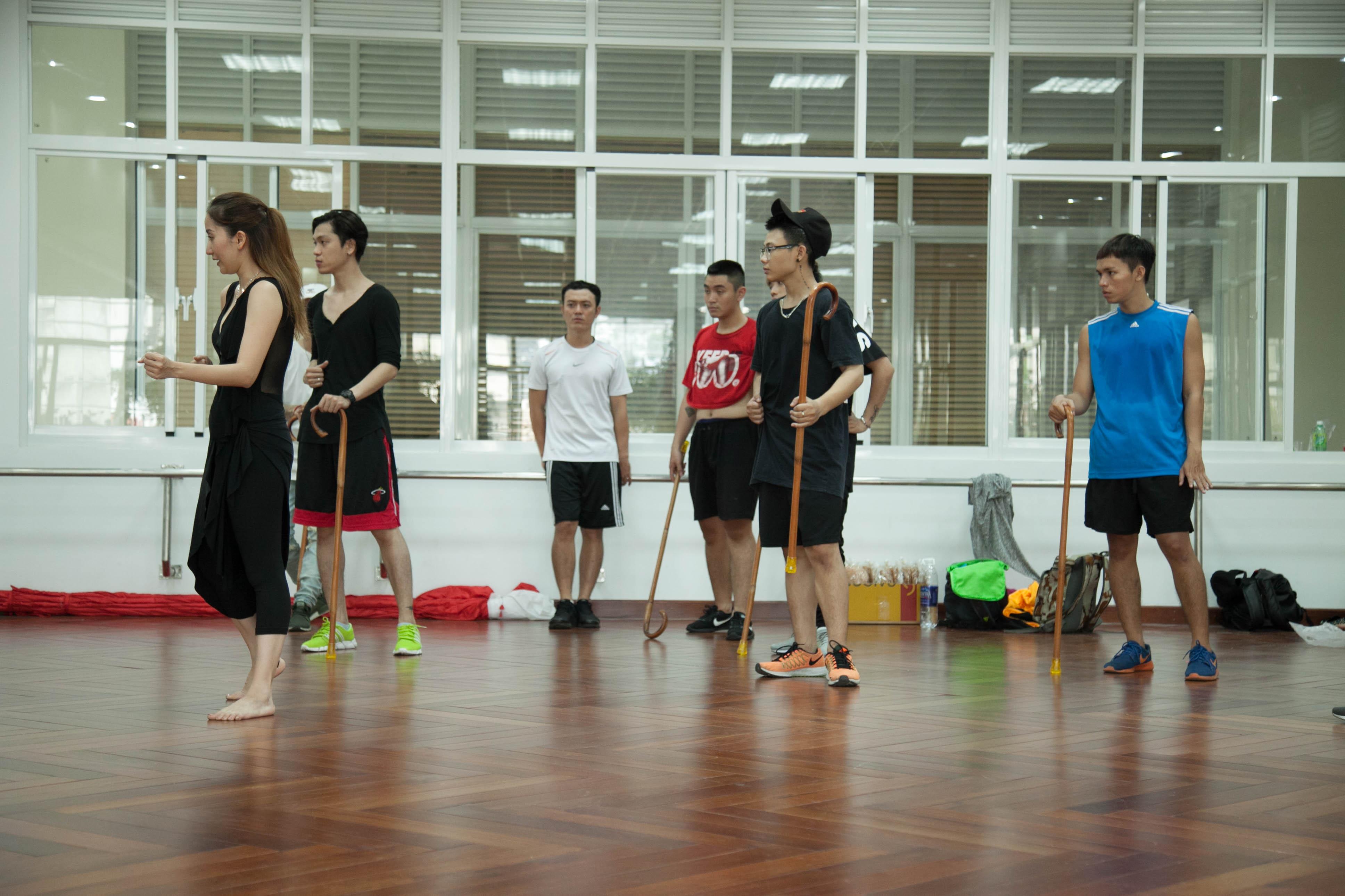 Khánh Thi và John Huy Trần xung đột nảy lửa trong quá trình tập luyện cho liveshow - Ảnh 6.
