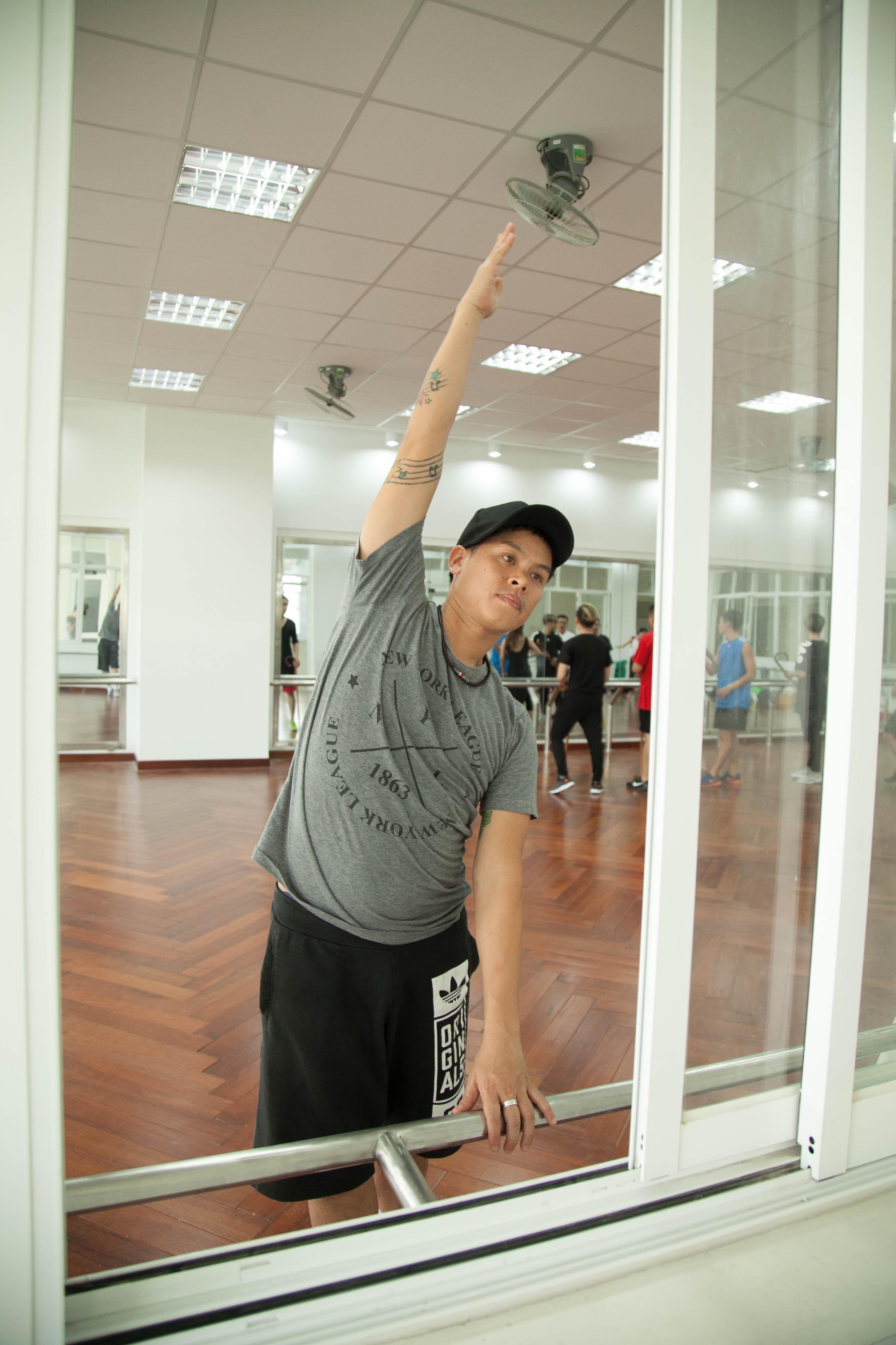 Khánh Thi và John Huy Trần xung đột nảy lửa trong quá trình tập luyện cho liveshow - Ảnh 8.