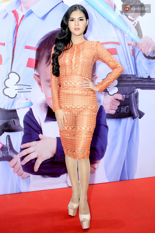 Kiều Minh Tuấn và Cát Phượng tay trong tay đến xem phim của Johnny Trí Nguyễn - Ảnh 9.