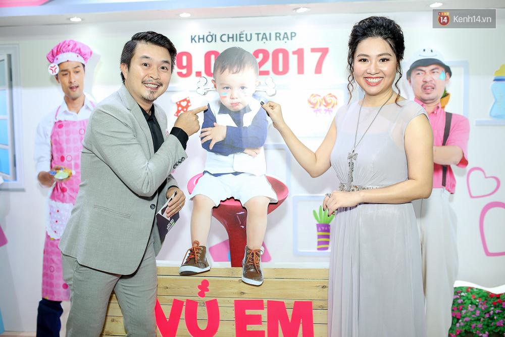 Kiều Minh Tuấn và Cát Phượng tay trong tay đến xem phim của Johnny Trí Nguyễn - Ảnh 11.