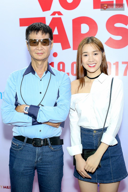 Kiều Minh Tuấn và Cát Phượng tay trong tay đến xem phim của Johnny Trí Nguyễn - Ảnh 6.