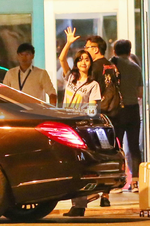 Sau 1 ngày hoạt động liên tục, Yoona vẫn vui vẻ vẫy tay chào tạm biệt fan Việt trước khi trở về Hàn - Ảnh 13.