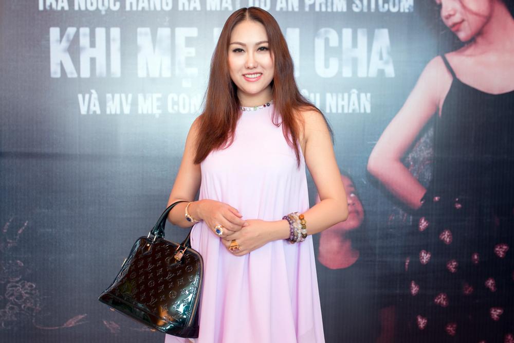 Trà Ngọc Hằng lái siêu xe chở con gái đến họp báo; Phi Thanh Vân khóc nức nở - Ảnh 8.