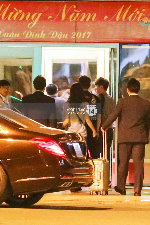 Sau 1 ngày hoạt động liên tục, Yoona vẫn vui vẻ vẫy tay chào tạm biệt fan Việt trước khi trở về Hàn - Ảnh 15.