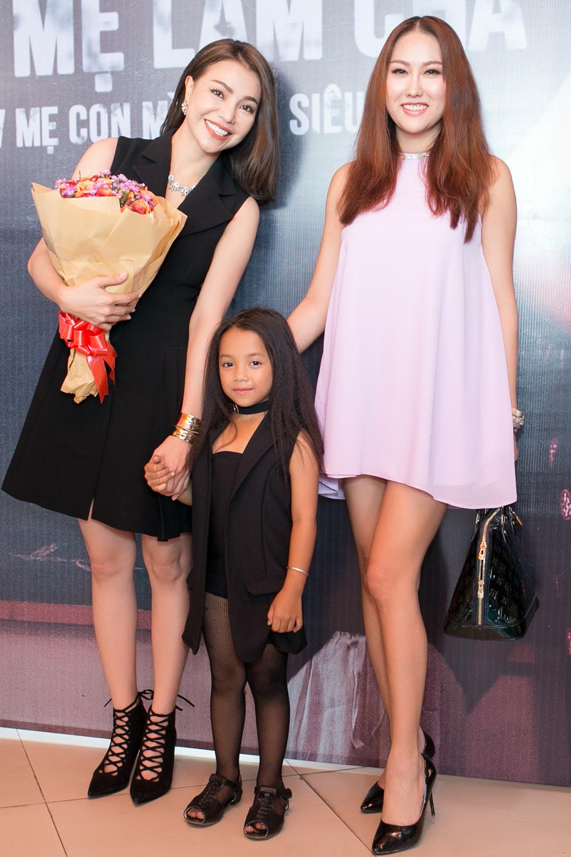 Trà Ngọc Hằng lái siêu xe chở con gái đến họp báo; Phi Thanh Vân khóc nức nở - Ảnh 7.
