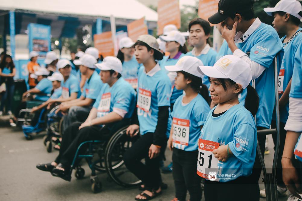 Bộ ảnh xúc động về nghị lực của những người khuyết tật trên đường chạy 5km ở Sài Gòn - Ảnh 3.