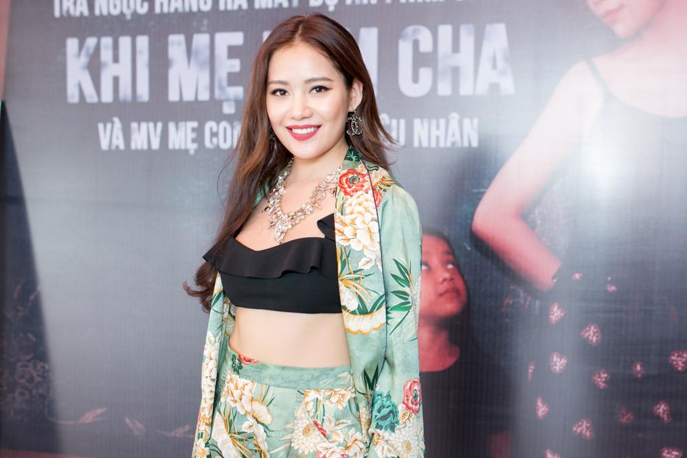 Trà Ngọc Hằng lái siêu xe chở con gái đến họp báo; Phi Thanh Vân khóc nức nở - Ảnh 9.