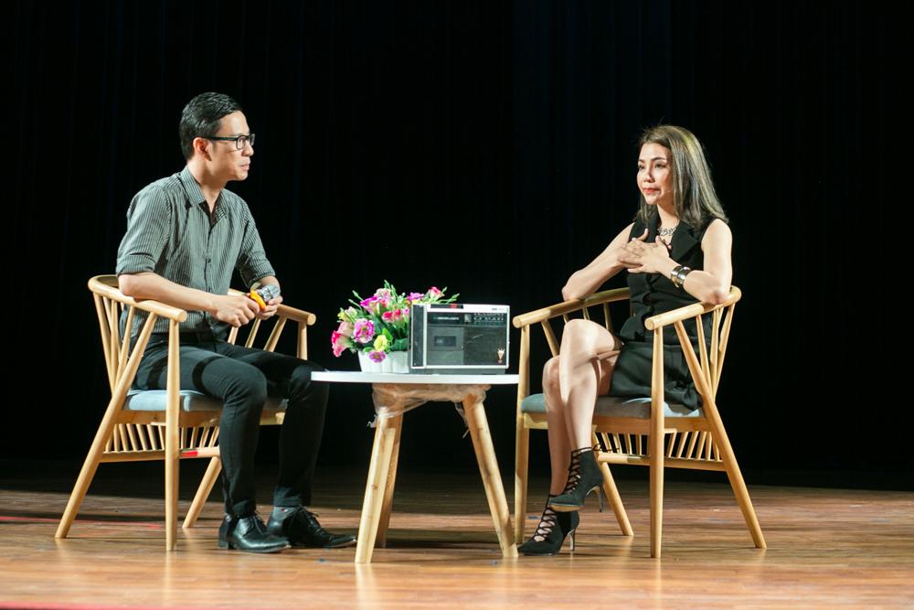 Trà Ngọc Hằng lái siêu xe chở con gái đến họp báo; Phi Thanh Vân khóc nức nở - Ảnh 13.