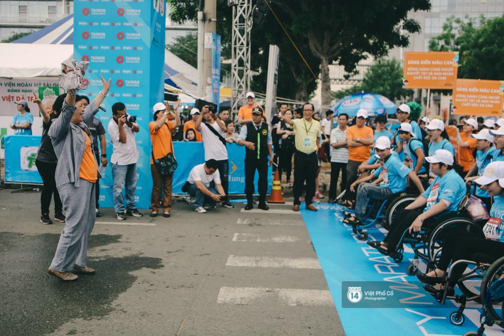 Bộ ảnh xúc động về nghị lực của những người khuyết tật trên đường chạy 5km ở Sài Gòn - Ảnh 7.