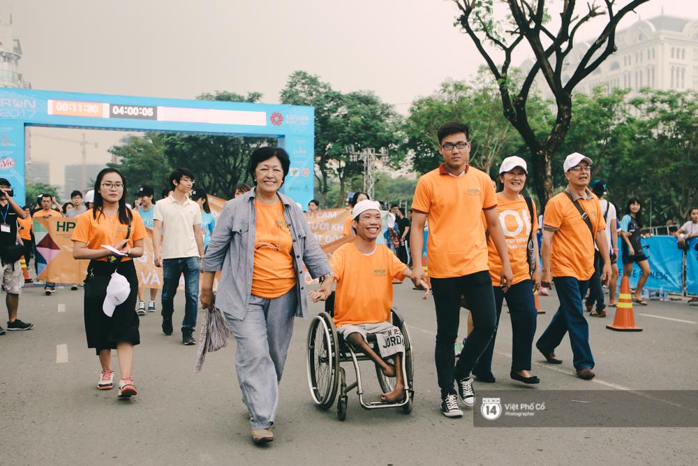 Bộ ảnh xúc động về nghị lực của những người khuyết tật trên đường chạy 5km ở Sài Gòn - Ảnh 10.