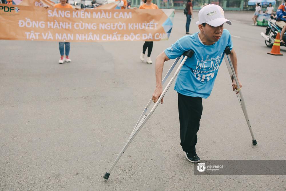 Bộ ảnh xúc động về nghị lực của những người khuyết tật trên đường chạy 5km ở Sài Gòn - Ảnh 12.