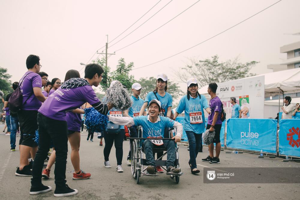 Bộ ảnh xúc động về nghị lực của những người khuyết tật trên đường chạy 5km ở Sài Gòn - Ảnh 14.