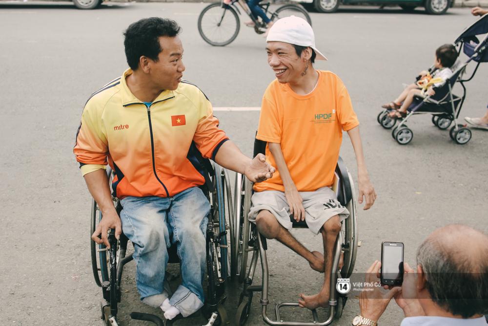 Bộ ảnh xúc động về nghị lực của những người khuyết tật trên đường chạy 5km ở Sài Gòn - Ảnh 4.