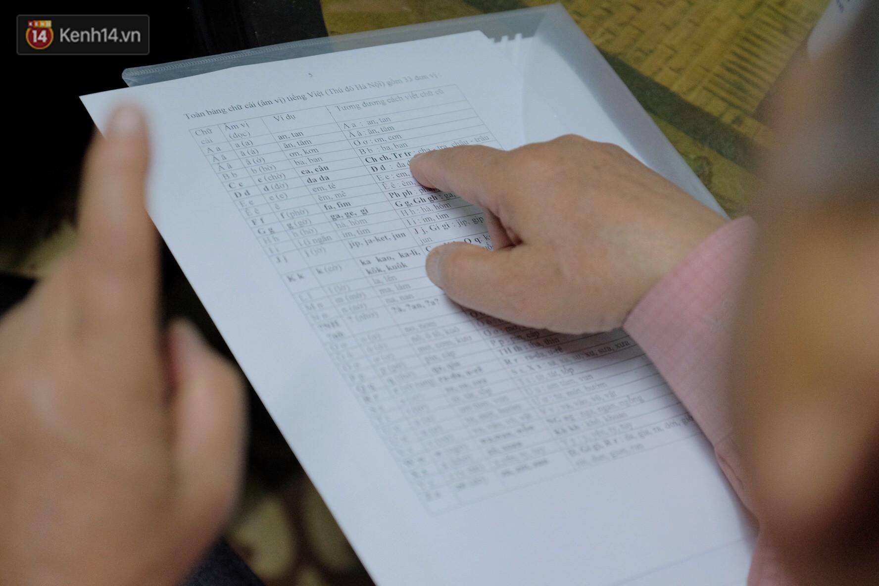 PGS.TS Bùi Hiền nói về phần 2 cải tiến tiếng Việt: Kuộk sốw gồm kí tự k (cờ) và w (ngờ), ghép lại vẫn đọc là cuộc sống thôi! - Ảnh 8.