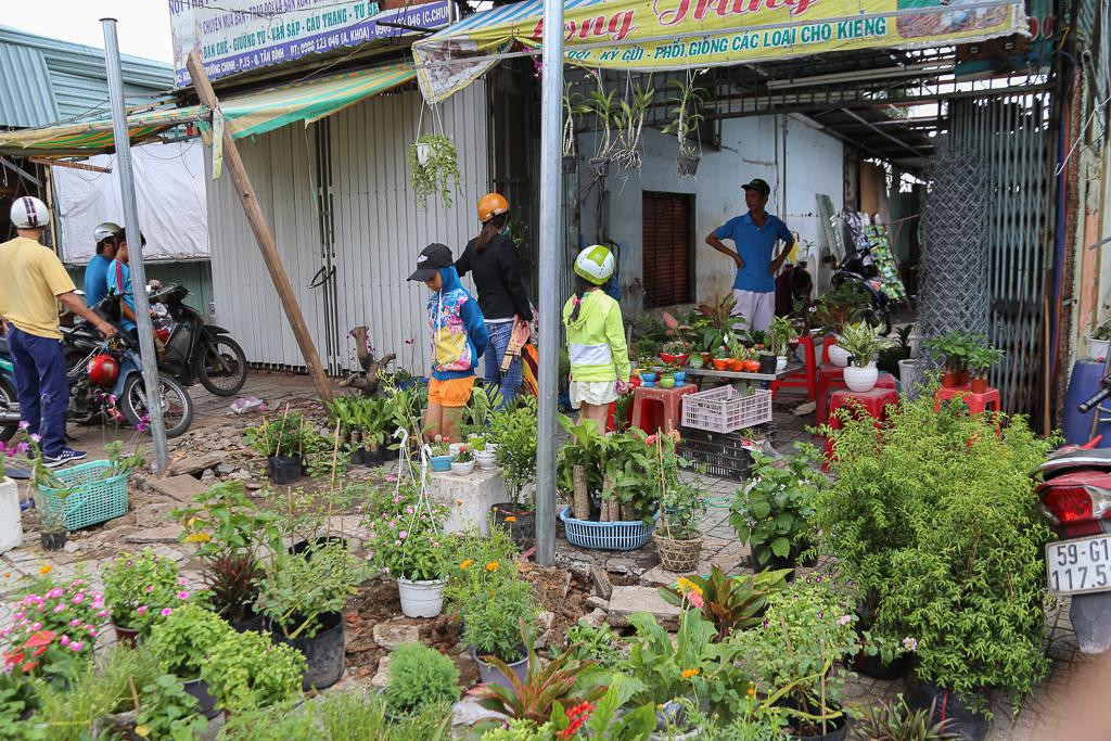 Chính thức xóa sổ 50 ki-ốt gần sân bay Tân Sơn Nhất, hàng trăm con chó mèo, thỏ con... không biết sẽ về đâu - Ảnh 4.