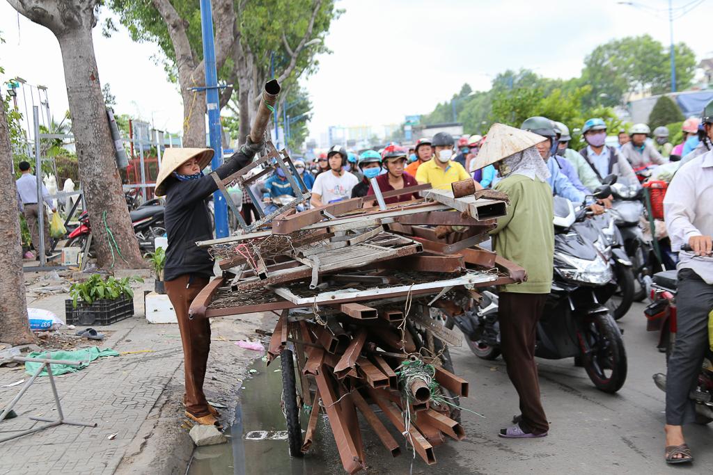 Chính thức xóa sổ 50 ki-ốt gần sân bay Tân Sơn Nhất, hàng trăm con chó mèo, thỏ con... không biết sẽ về đâu - Ảnh 11.