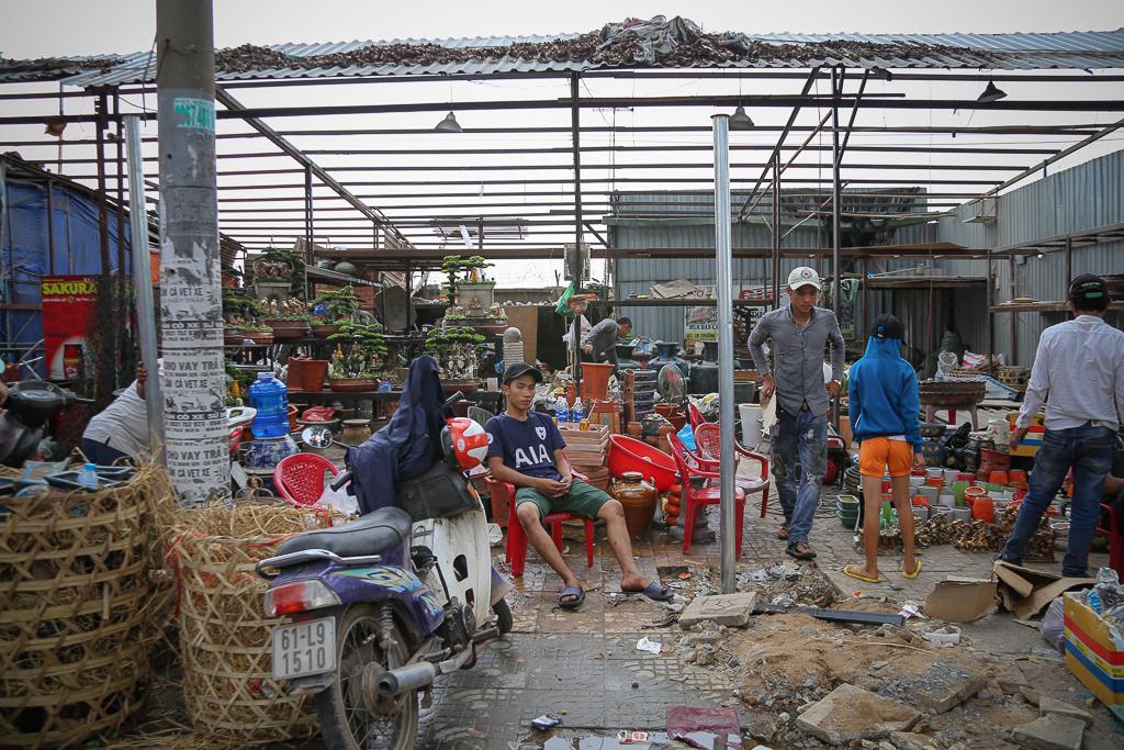 Chính thức xóa sổ 50 ki-ốt gần sân bay Tân Sơn Nhất, hàng trăm con chó mèo, thỏ con... không biết sẽ về đâu - Ảnh 2.