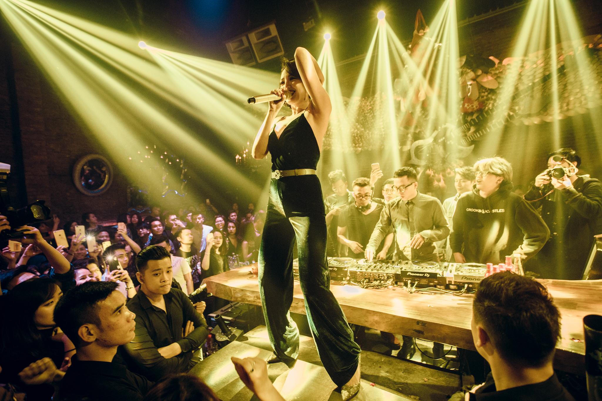 Tóc Tiên, Soobin Hoàng Sơn quẩy tung nightclub Hà Nội đêm cuối tuần - Ảnh 7.