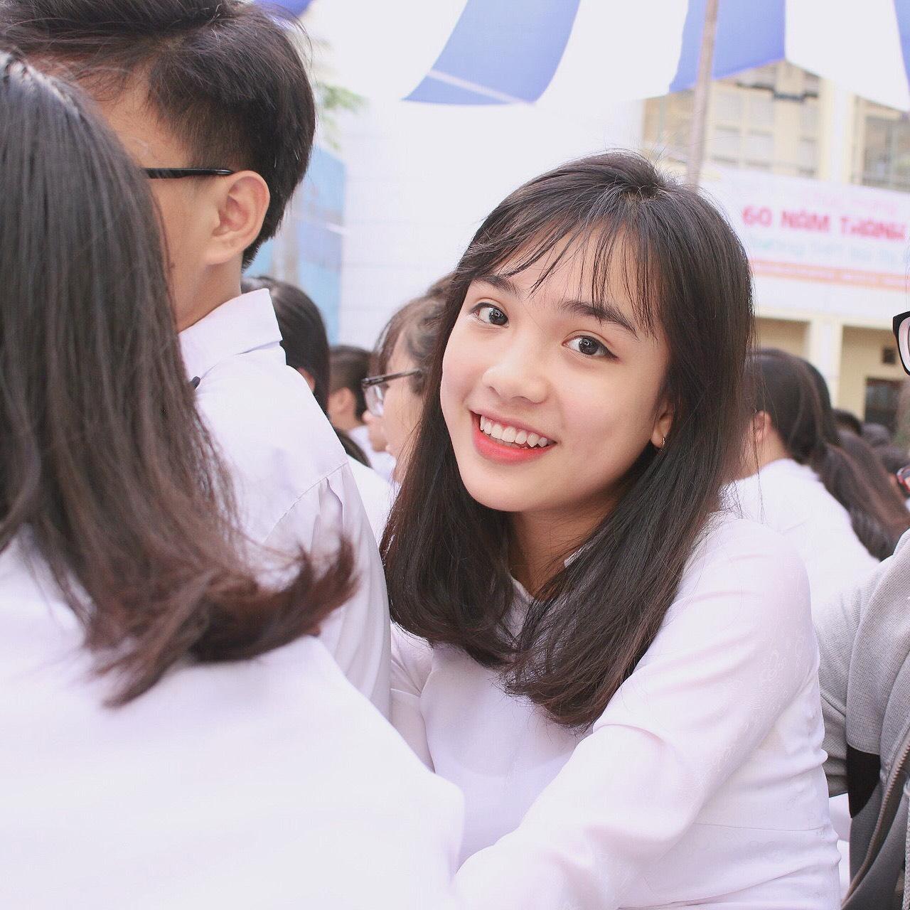 Con gái Việt vẫn xinh đẹp và dịu dàng nhất khi mặc áo dài trắng! - Ảnh 12.