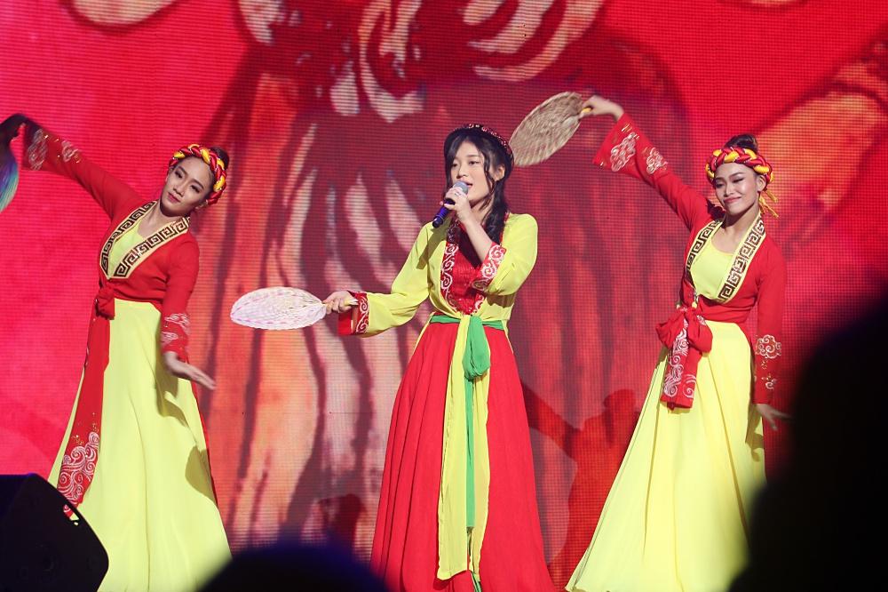Noo Phước Thịnh khiến khán giả Việt nở mày nở mặt với phần biểu diễn tại Malaysia - Ảnh 11.