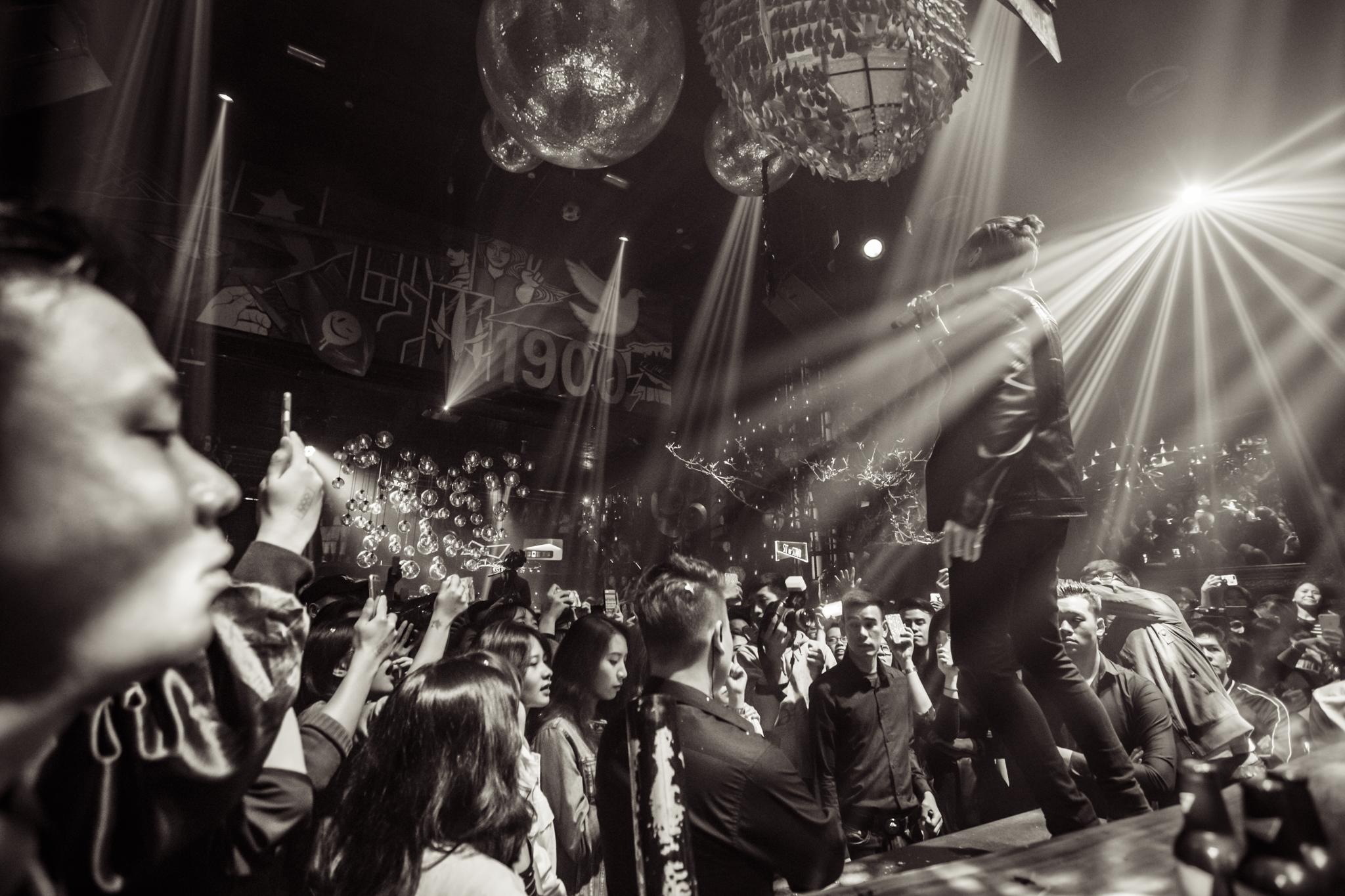 Tóc Tiên, Soobin Hoàng Sơn quẩy tung nightclub Hà Nội đêm cuối tuần - Ảnh 12.