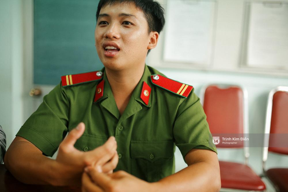 Gặp cậu lính cứu hoả suốt đêm chữa cháy ở cảng Sài Gòn: 5h30 sáng mình rời hiện trường để kịp 7h vào thi Lý - Ảnh 3.