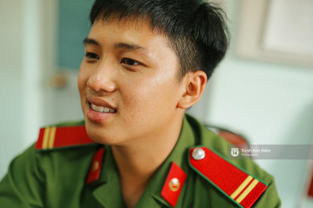 Gặp cậu lính cứu hoả suốt đêm chữa cháy ở cảng Sài Gòn: 5h30 sáng mình rời hiện trường để kịp 7h vào thi Lý - Ảnh 2.