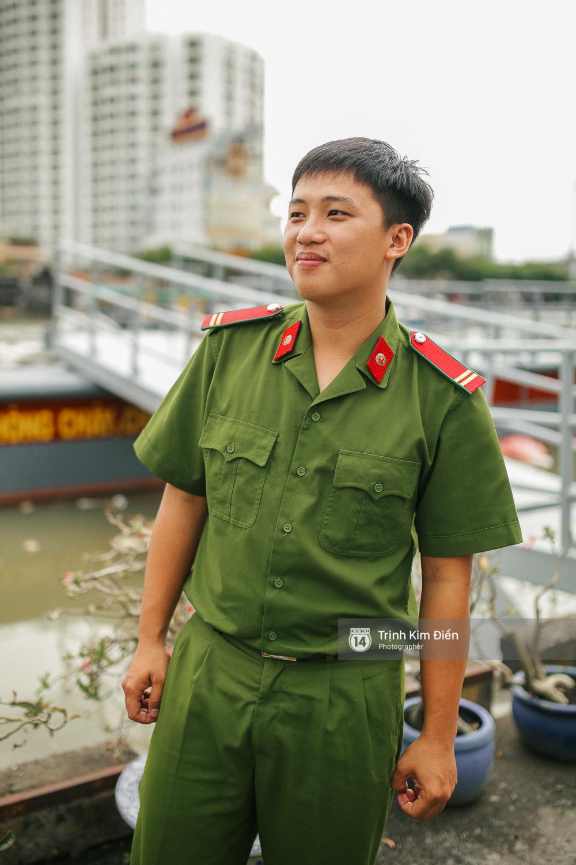 Gặp cậu lính cứu hoả suốt đêm chữa cháy ở cảng Sài Gòn: 5h30 sáng mình rời hiện trường để kịp 7h vào thi Lý - Ảnh 6.