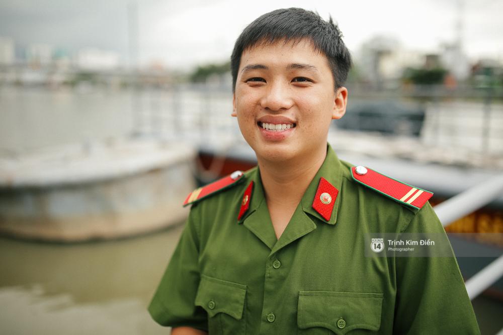 Gặp cậu lính cứu hoả suốt đêm chữa cháy ở cảng Sài Gòn: 5h30 sáng mình rời hiện trường để kịp 7h vào thi Lý - Ảnh 4.
