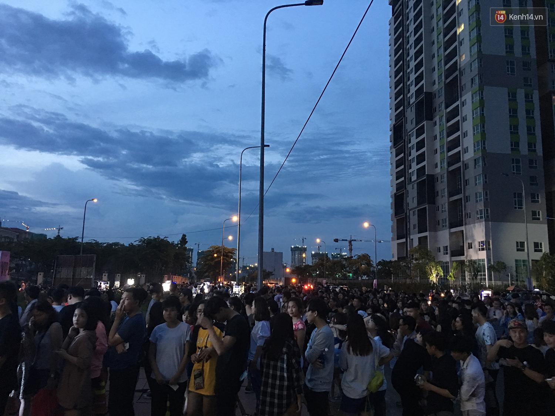 Chính các raver trong nước cũng phải bất ngờ vì khán giả đi xem show The Chainsmokers ở Việt Nam quá đông - Ảnh 2.