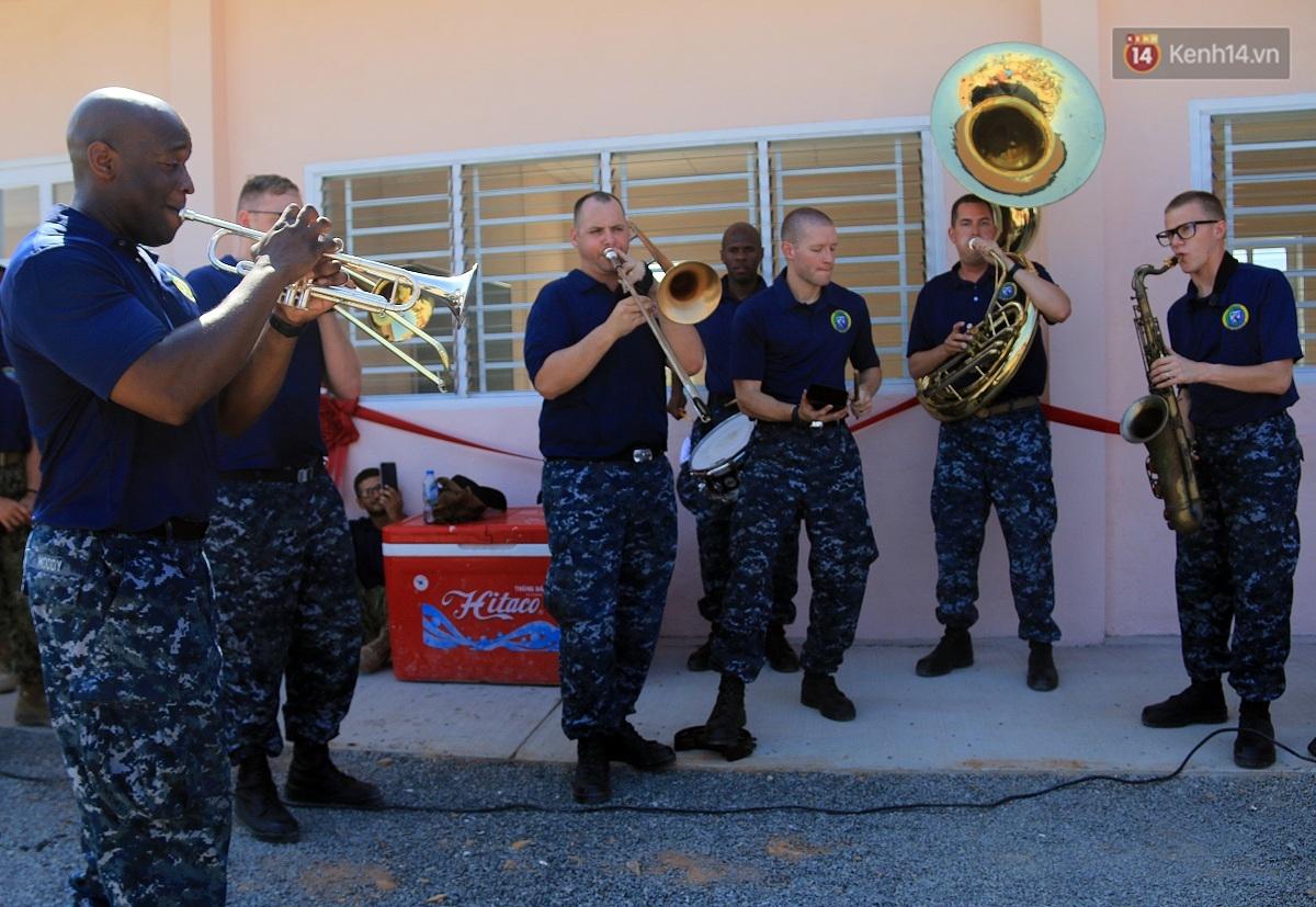 Hải quân Mỹ - Nhật dầm mình trong nắng, góp 1.500 ngày công để xây trường mầm non cho trẻ em Đà Nẵng - Ảnh 1.