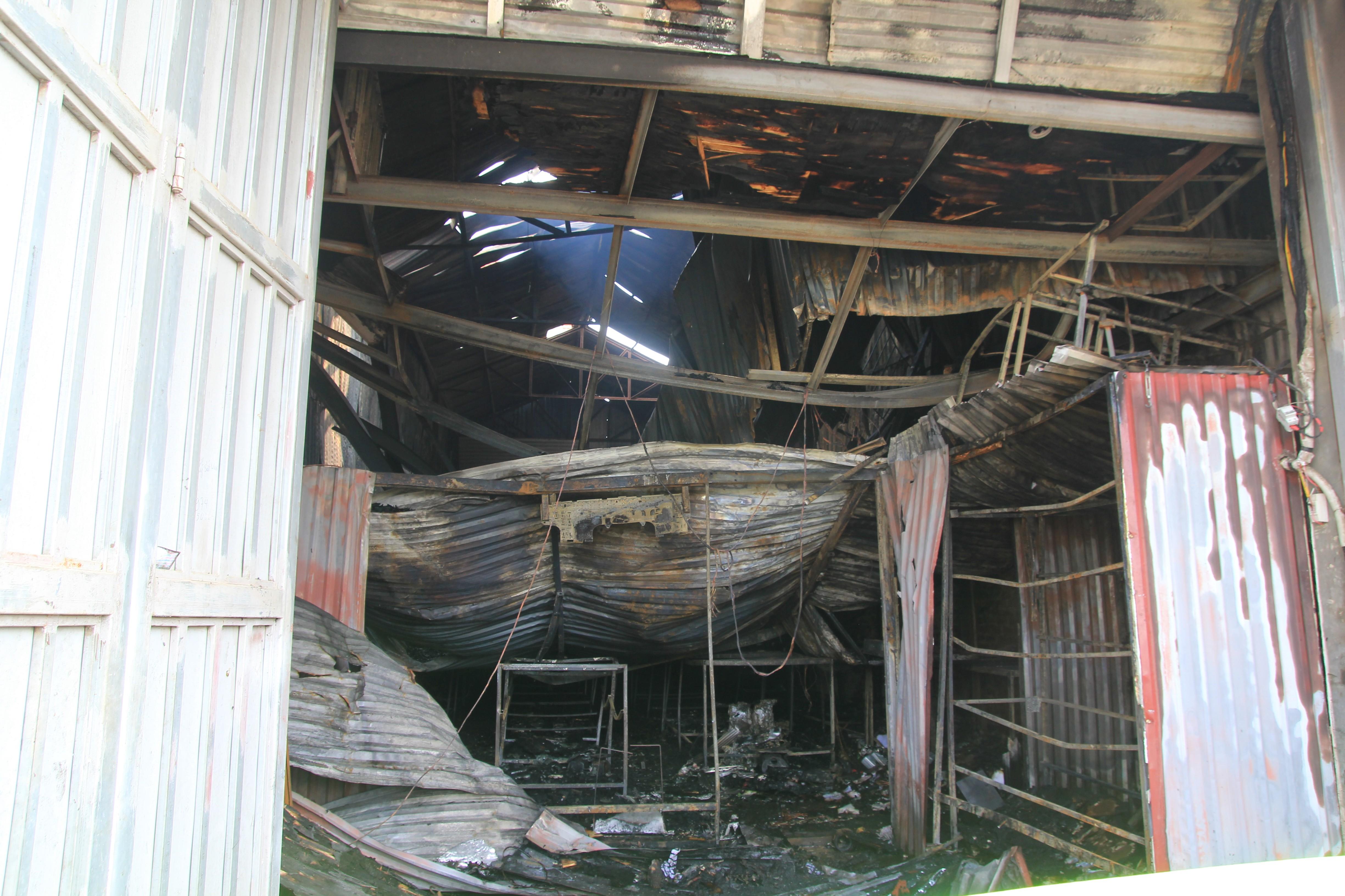 Hình ảnh hiện trường vụ cháy xưởng bánh kẹo làm 8 công nhân tử vong ở Hoài Đức - Ảnh 2.