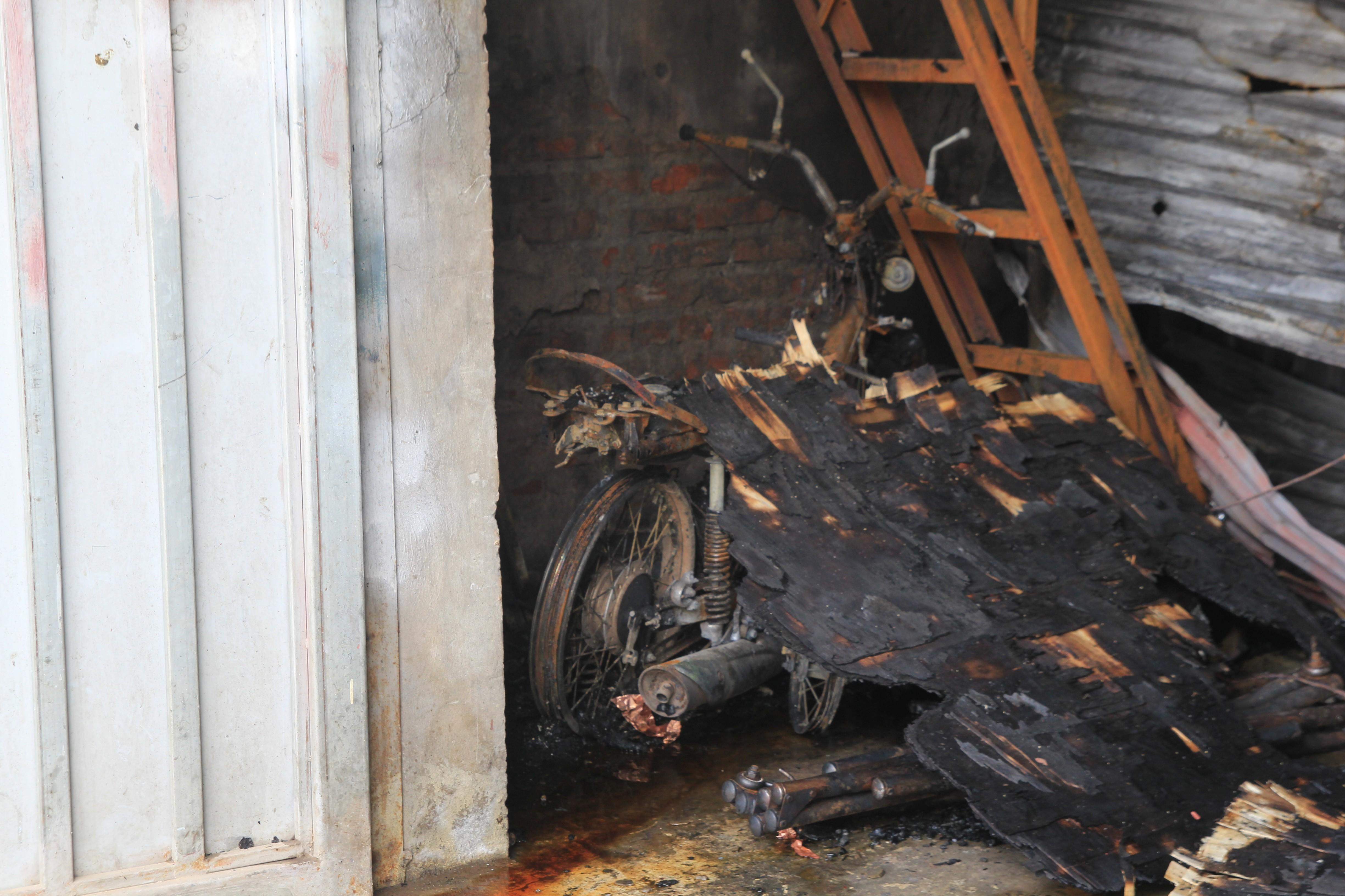 Hình ảnh hiện trường vụ cháy xưởng bánh kẹo làm 8 công nhân tử vong ở Hoài Đức - Ảnh 5.