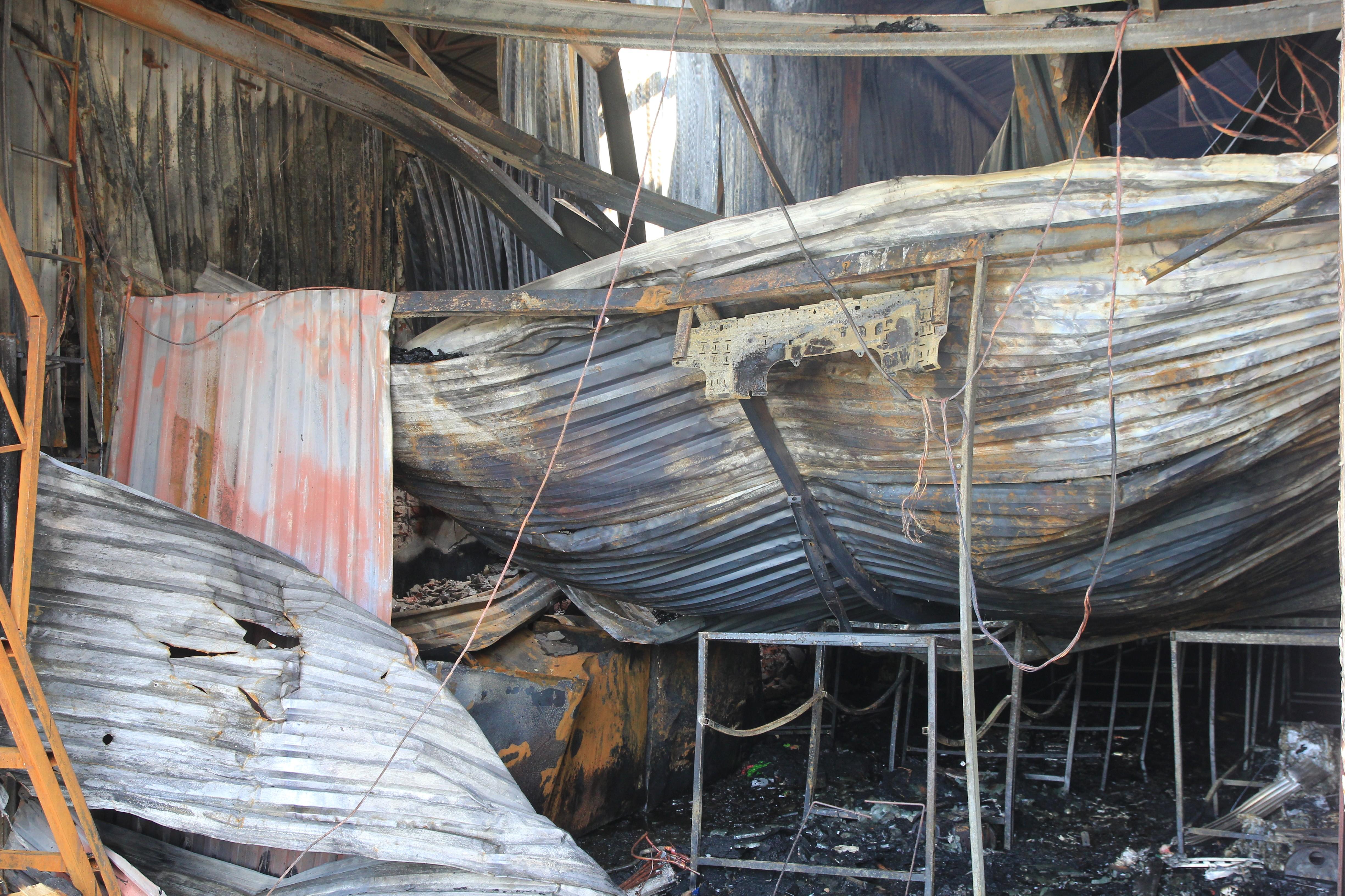 Hình ảnh hiện trường vụ cháy xưởng bánh kẹo làm 8 công nhân tử vong ở Hoài Đức- Ảnh 3.