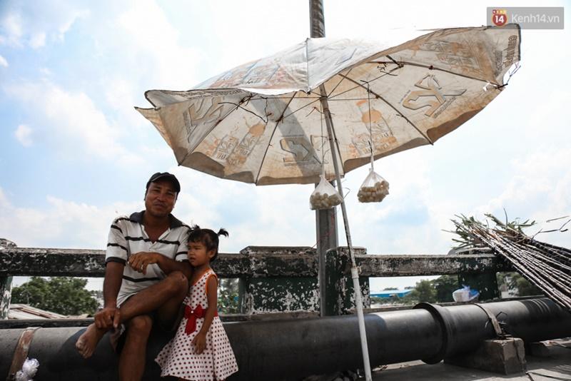 Chùm ảnh: Người dân lao động ở Sài Gòn vật lộn dưới nắng nóng oi bức để mưu sinh - Ảnh 19.