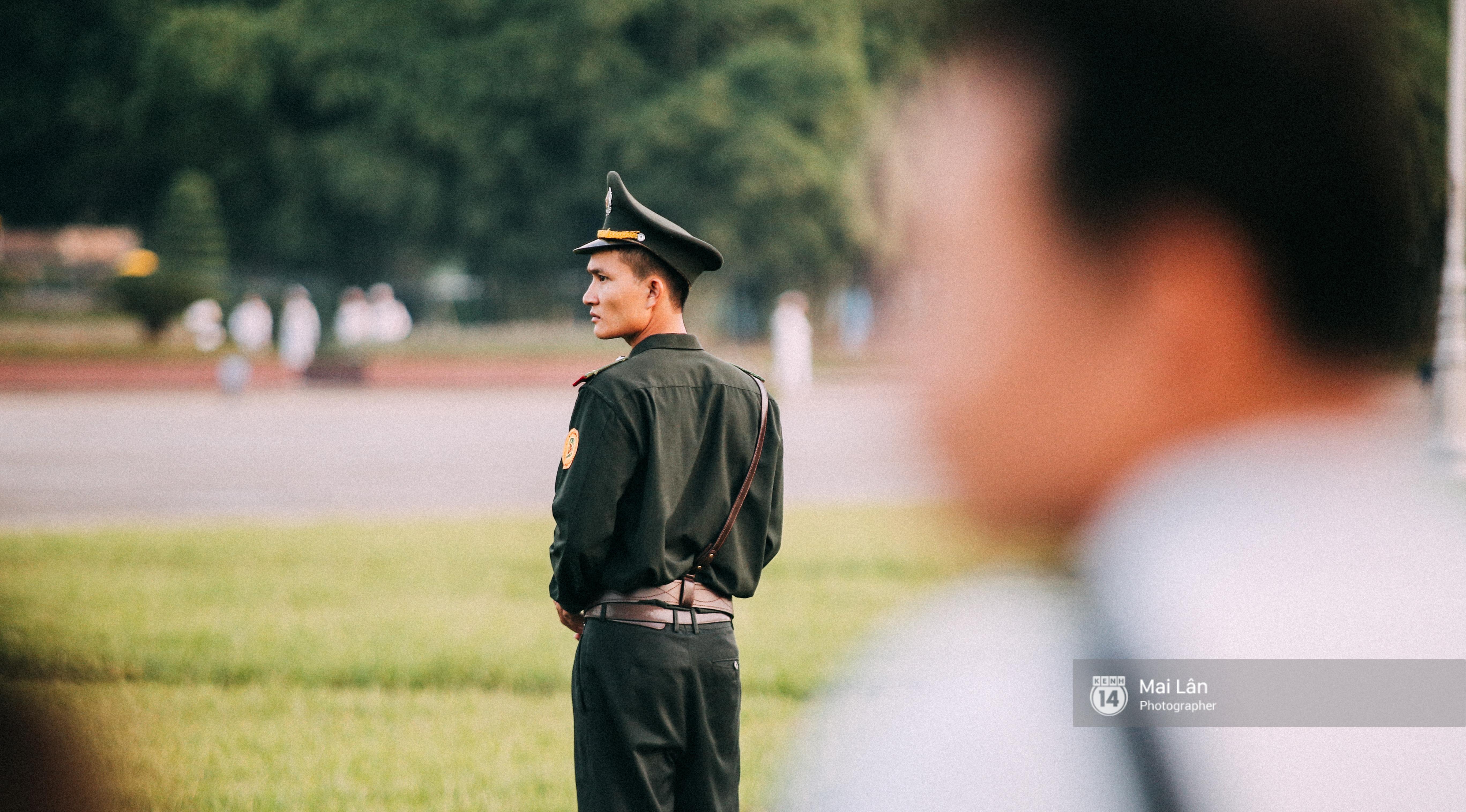 Clip: Người dân Hà Nội chia sẻ cảm xúc trong Lễ chào cờ thiêng liêng sáng 2/9 ở Quảng trường Ba Đình - Ảnh 4.