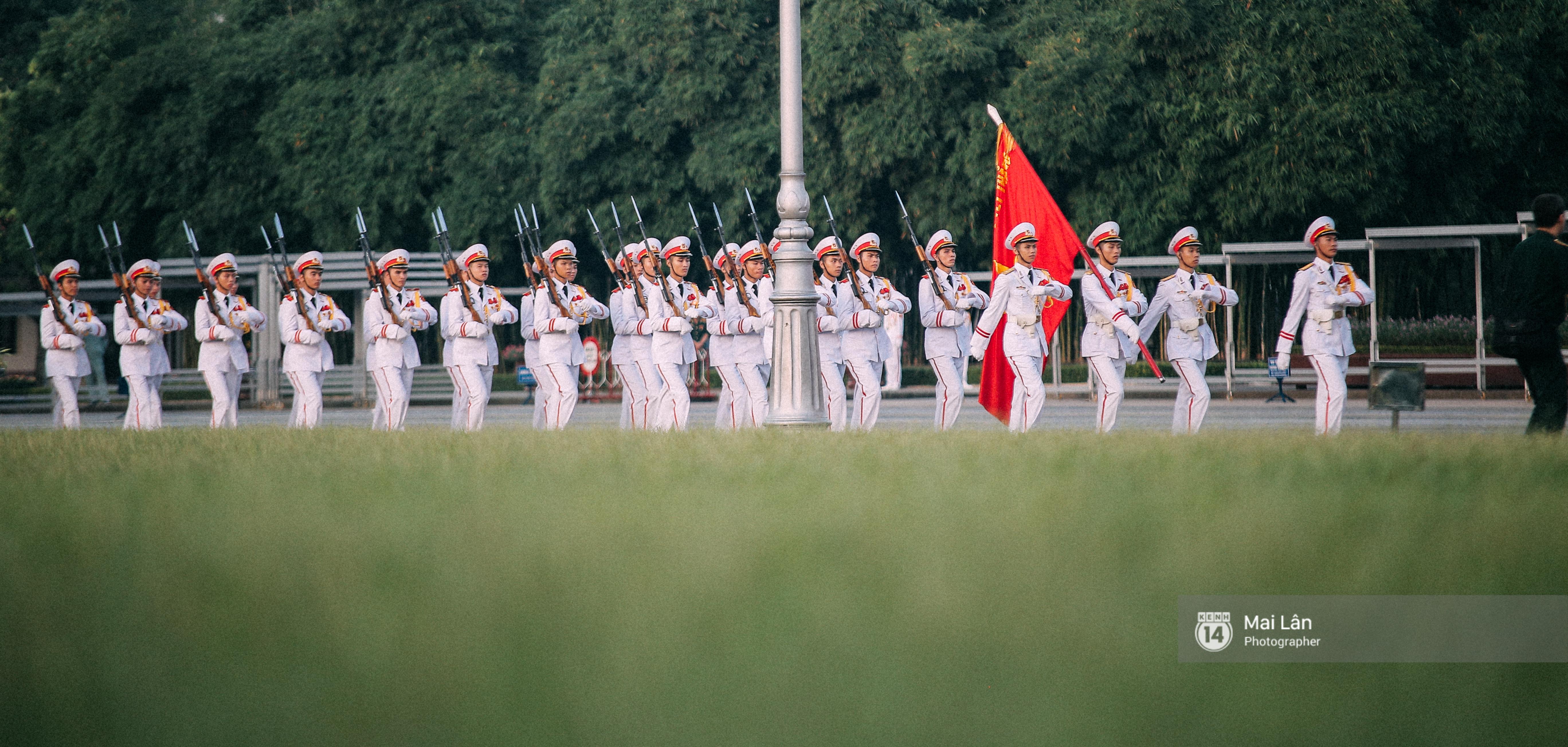 Clip: Người dân Hà Nội chia sẻ cảm xúc trong Lễ chào cờ thiêng liêng sáng 2/9 ở Quảng trường Ba Đình - Ảnh 3.