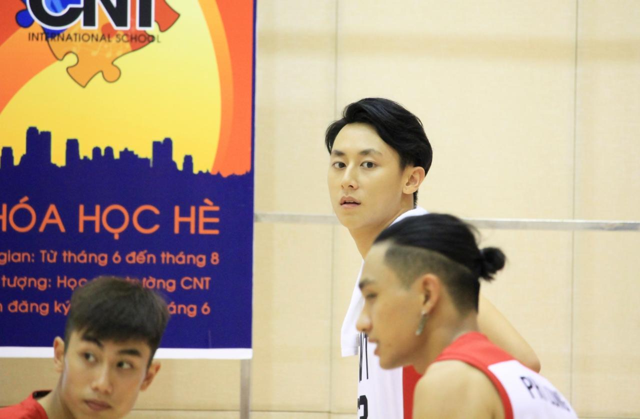 Clip hé lộ từ phim trường quay Glee bản Việt: Rocker Nguyễn và Hữu Vi đấu bóng rổ, ai xuất sắc hơn? - Ảnh 13.